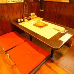掘りごたつ席、4名様までお座りいただけます。テーブルを繋げることも可能ですので、ご宴会にも使えます♪