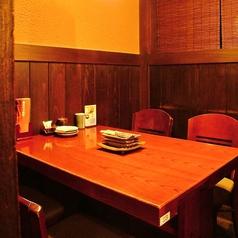 テーブル 4名様[2~4名様]すだれをおろすとお隣のお席を気にせずお食事がお楽しみいただけます♪靴を脱ぐのはちょっと…というお客様にもピッタリ♪当店自慢の炭火串焼きとオリジナルの地ビール、季節日本酒などお楽しみ下さい☆ご家族や友人とのお集まりなど少人数様のちょっとしたお集まりに◎