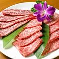 上野駅で人気の焼肉店【肉屋の台所 上野公園前店】♪お得な食べ放題コースは3200円からご用意しております。会社やサークルの飲み会など大人数の宴会からデートや親しい友人などの少人数の飲み会まで幅広いシーンでご利用頂けるお店。清潔感のある店内でこだわりの焼肉をお召し上がりください。