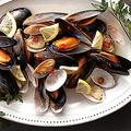 料理メニュー写真ムール貝とあさりの白ワイン蒸し