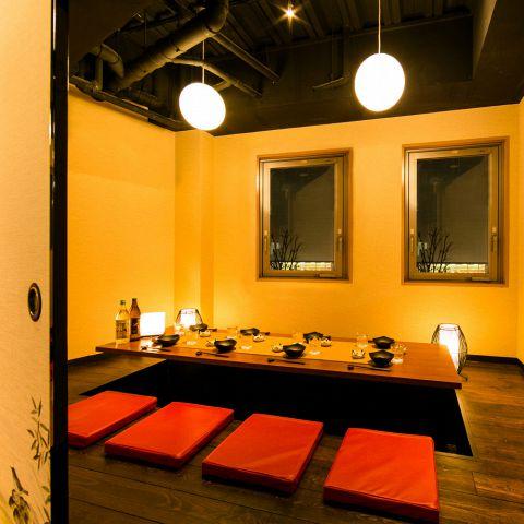 6名~8名様の掘り炬燵個室は、お勤め先でのご宴会やご接待にも最適です。居心地の良い和空間でゆったりお過ごし下さい。誕生日等のお祝いにも◎