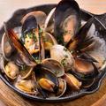 料理メニュー写真ムール貝とあさりのスパークリング蒸し