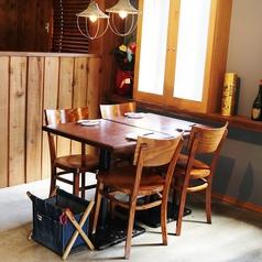 【テーブル席】友人同士の飲み会などに最適♪くっつけて5名様以上も可!