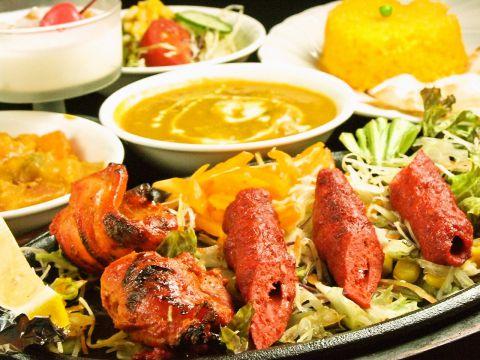 エスニックムードに包まれた店内で楽しむインド料理!