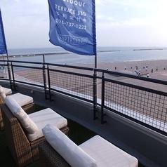 海を眺めながらゆっくりできるソファ