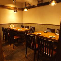 明るい雰囲気で寛げる、テーブル席です。ご利用人数に合わせてお席をコーディネート致します。ご宴会プランもご用意しております、お気軽にご相談ください。