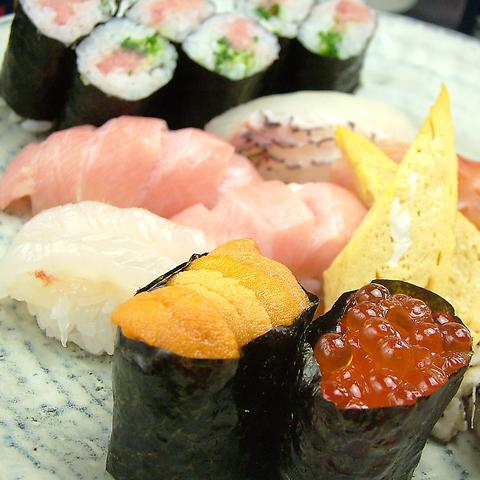 築地直送のネタの豪華寿司!逸品料理も多数!3時間[飲放]宴会コースは4500円~!