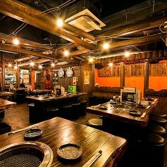 焼肉酒場 牛恋 新宿店の雰囲気1