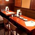 テーブル 8名様【6~8名様】片側がソファータイプのゆったりテーブル席です。靴を脱がなくてよいので、出入りもらくらく♪少人数でのご宴会、会社帰りや、友人とのお集まりなどちょっとしたお集まりにも是非◎また、2次会でのご利用も大歓迎です♪