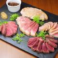 料理メニュー写真熟成肉5種テイスティングプレート