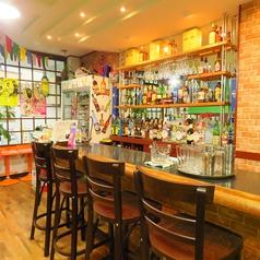店内の一角にはバーカウンターも設置されています。本格ネパール料理をいただきながら様々な国のお酒を楽しみながら誕生日や記念日など、特別な日のデートにいかがですか