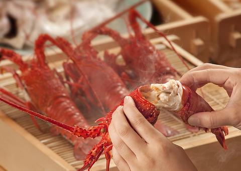 活き鮑と活き伊勢海老を蒸してかぶり付けるおいしい海鮮料理が満載の専門店。
