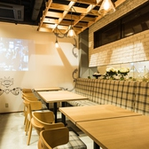 【1F】2名様テーブル×2卓/片側ソファのゆっくりとお食事を愉しめるお席です。