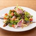 料理メニュー写真とろさば薫製パワーサラダ