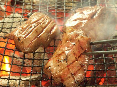 名物の牛タンや低温調理の牛タンサガリ串などが楽しめる120分[飲放]付特別コース3500円!