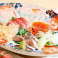 【季節のお魚】北海道噴火湾の鮪、愛媛の神経締めした鯵やあおりいか・こち。見ただけで生唾を飲みたくなるほどの新鮮さ。醤油をつけずそのままでも味わうことが出来ます。