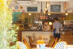 店名のToto(トト)は映画「ニューシネマパラダイス」の主人公,サルバトーレ少年の愛称。 松島海岸駅前広場を、映画の舞台となった南イタリアにある小さな村の広場に見立て、トト少年が映画館「CINEMA PARADISO」に想いを馳せたように、松島に来た方の思い出に残る、陽気で楽しい夢のある食堂になりたい!と思いを込めてます