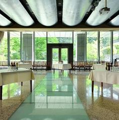 2名~60名様までご利用可能な竹林を望めるメインダイニング席(チャージ料900円)。天井高5Mと開放的で洗練された空間となっております。また、土・日・祝日の宴会・パーティーも承ります(最低保証金額30万円)。赤坂での各種宴会・飲み会なら和食にこだわる上質な空間の居酒屋 響を是非ご利用ください。