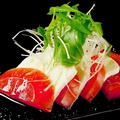 料理メニュー写真トマトとモッツアレラのカプレーゼ