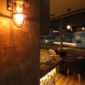 店内は本場シチリアをイメージした開放的な空間。窓際シートは7席