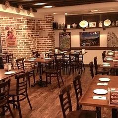 テーブル席62席、カウンター席を含めると最大70名様まで着席可能です。立食のご要望も承ります。