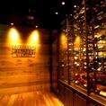 入口でお出迎えの世界のワインは100本以上