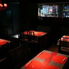 カウンター席、テーブル席、個室で貸切は30名様から最大60名様まで