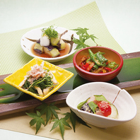 季節の素材を使用したおばんざいを京都のお酒と共に。