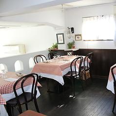 2階席。4名様テーブルをご用意しております。4名様テーブル×3卓ございます。