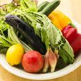 直送される季節の旬野菜は水分を多く含んだ鮮度抜群のものを使用しています。食材本来の甘味を活かした野菜の料理はヘルシーで女性にも人気です。特にサラダはみずみずしくシャキシャキした食感から野菜の旨味をたっぷりご堪能頂ける一品です!サラダの他にも種類豊富なお料理をご用意しております♪是非ご堪能ください。