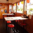 1Fのお席は居心地の良い開放的なテーブル席がございます!