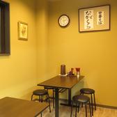 2名掛けと4名掛けのテーブルが1卓ずつございます。