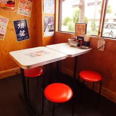 4人以下のご利用にはテーブル席がおすすめ!迷ったら、まずは生ビールと串カツ盛り合わせをぜひ!