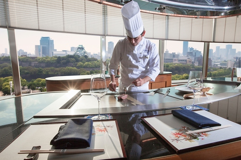 旬の素材が味わえる、ホテル最上階の鉄板焼レストラン