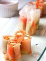 料理メニュー写真スモークサーモンとクリームチーズの生春巻き