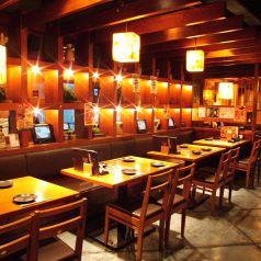 一列で最大16名様までご案内できるお席です。仕事帰りにちょっと飲みなどいかがでしょうか☆??常連のお客様などにもご利用頂いております♪気軽にお楽しみ頂けるようなお席になっておりますので、どうぞご利用ください!【横浜/居酒屋/個室/接待/日本酒/和食/ランチ/女子会/記念日/飲み放題】