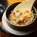 料理メニュー写真炊きたて釜飯(鶏、鯛)