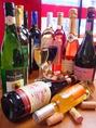 イタリア、シチリア、フランス、スペイン…ヨーロッパ産のものにこだわって取り揃えたとりどりのワインから、お食事にあうものを厳選してご提供。飲み放題でグラスワインを味わって!