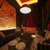 ゴージャスなふかふかソファーのVIPルーム。接待、大人合コンなどに人気の空間!