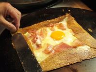 こんがり焼き上げる、そば粉を使ったガレット