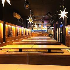 2Fには最大120席のパーティー専用スペースを設けております!忘年会や新年会はもちろん、ハロウィンパーティー、クリスマスパーティー、歓送迎会など、周りを気にせず盛り上がれます!全テーブルにコンセントを設けているので、アメリカンなコース料理だけでなく、ご予約で鍋パーティーも可能です!