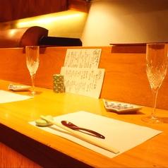 ワインや日本酒、焼酎など、たくさんのお酒をご用意しています。記念日にもピッタリの雰囲気ですよ。