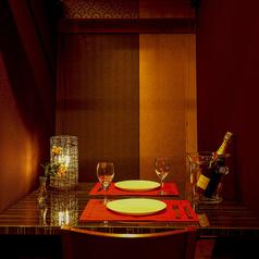 雰囲気抜群の完全個室は2名様での利用も可能です。お誕生日や記念日、お祝い事等のご活用ください。