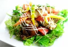 タンドリーチキンとトマトのサラダ