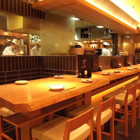 東京駅八重洲北口B1黒塀横丁内の本格海鮮料理のお店。旬の料理とお酒を気軽に楽しめる