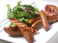 料理メニュー写真桜チップの自家製スモークグリル盛り合わせ(ソーセージ、ベーコン)