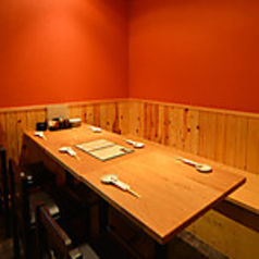 魚の三是 新宿西口大ガード店の雰囲気1