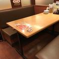 ゆったりと座れる6名様用テーブル席♪ ※写真は系列店