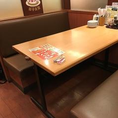 ゆったりと座れるテーブル席♪