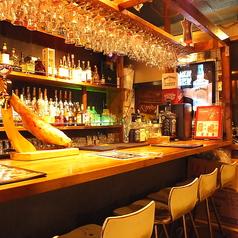 1Fにはバーカウンター席を設けており、お一人様でもお気軽にご来店頂けます!クラフトビールからスコッチ、バーボン、ワイン、カクテルと非常に幅広く品揃えた本格バーです!